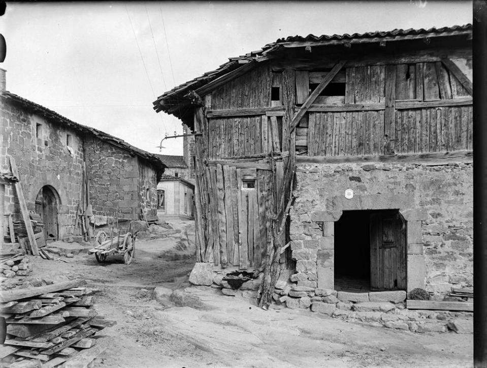 Duruelo. Typ. Haus [Casa típica de piedra en la planta baja y m