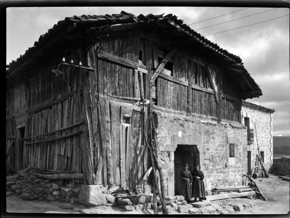 Duruelo. Typ. Holzhaus [Casa típica de piedra en la planta baja
